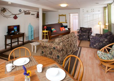Baileys Harbor Schoolhouse Inn Sunny-Side Suite